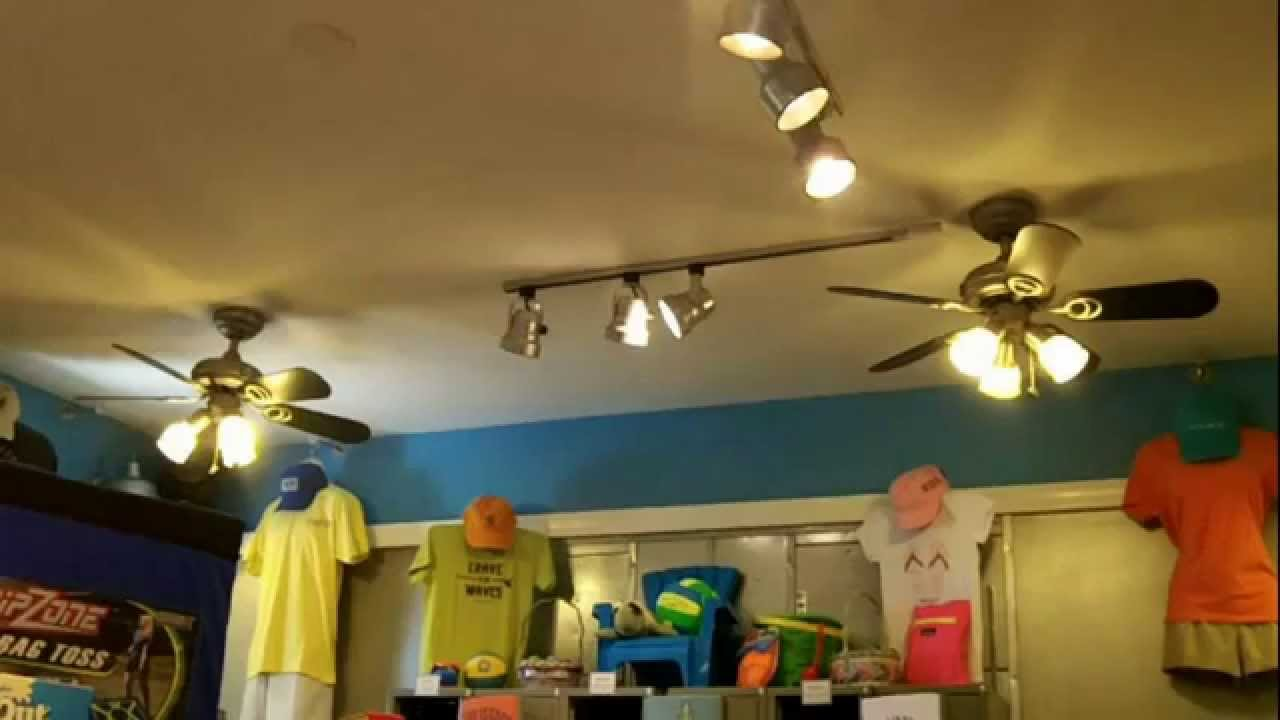 52 Quot Harbor Breeze Builder Amp 36 Quot Hampton Bay San Marino Ceiling Fans In A Gc Store Youtube
