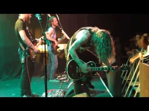 baroness---sea-lungs-(live-trabendo,-paris-01/10/2013)