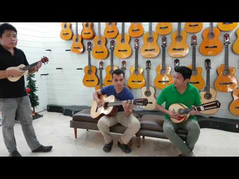 The Alegre Guitarist perform a classical music.