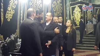 فيديو| عمرو دياب ونجوم الفن في عزاء والد خالد سليم | بوابه اخبار اليوم الإلكترونية