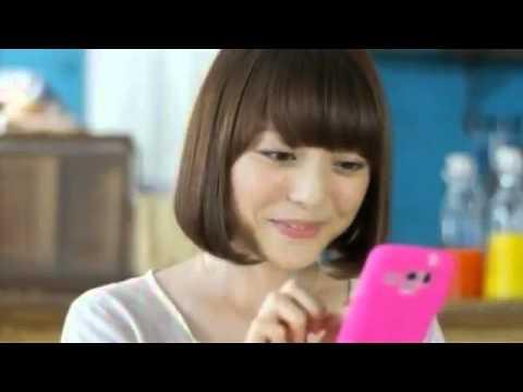 花澤香菜 NIJIBOX CM スチル画像。CM動画を再生できます。