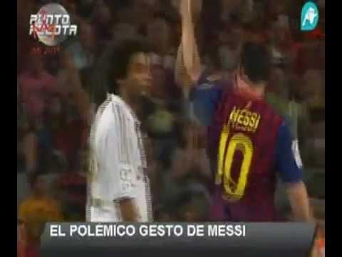 Messi spitting at Mourinho ميسي يبصق على مورينهو أيهما أحقر