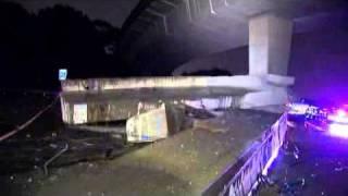 Truck crash closes Melbourne freeway