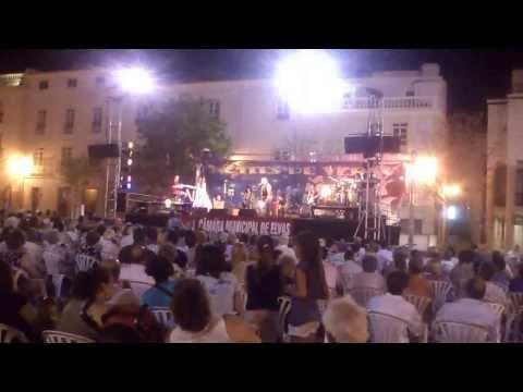 Concerto dos Filhos da Madrugada, atributo a Zeca Afonso na praça da Republica em Elvas