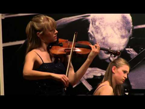 Mariella and Magdalena Haubs play Schumann Romanze in A-Dur, Munich, March 2013