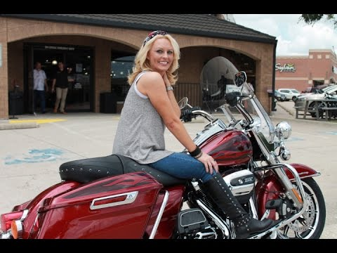 2016 Street Glide Special >> 2017 Road King Hard Candy Red 107 - YouTube