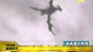 CQTV:英国天空惊现飞龙?民众直击拍下! thumbnail
