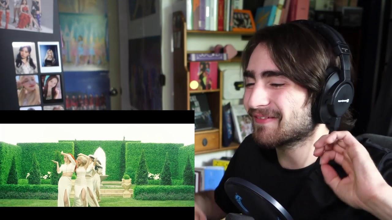 Reacting to GFRIEND-Apple MV