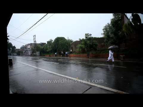 wet-roads-of-agra