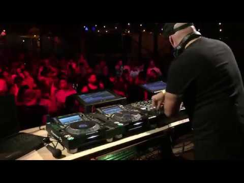 Roger Sanchez the house master shows his skills, scratching and looping in live mixing
