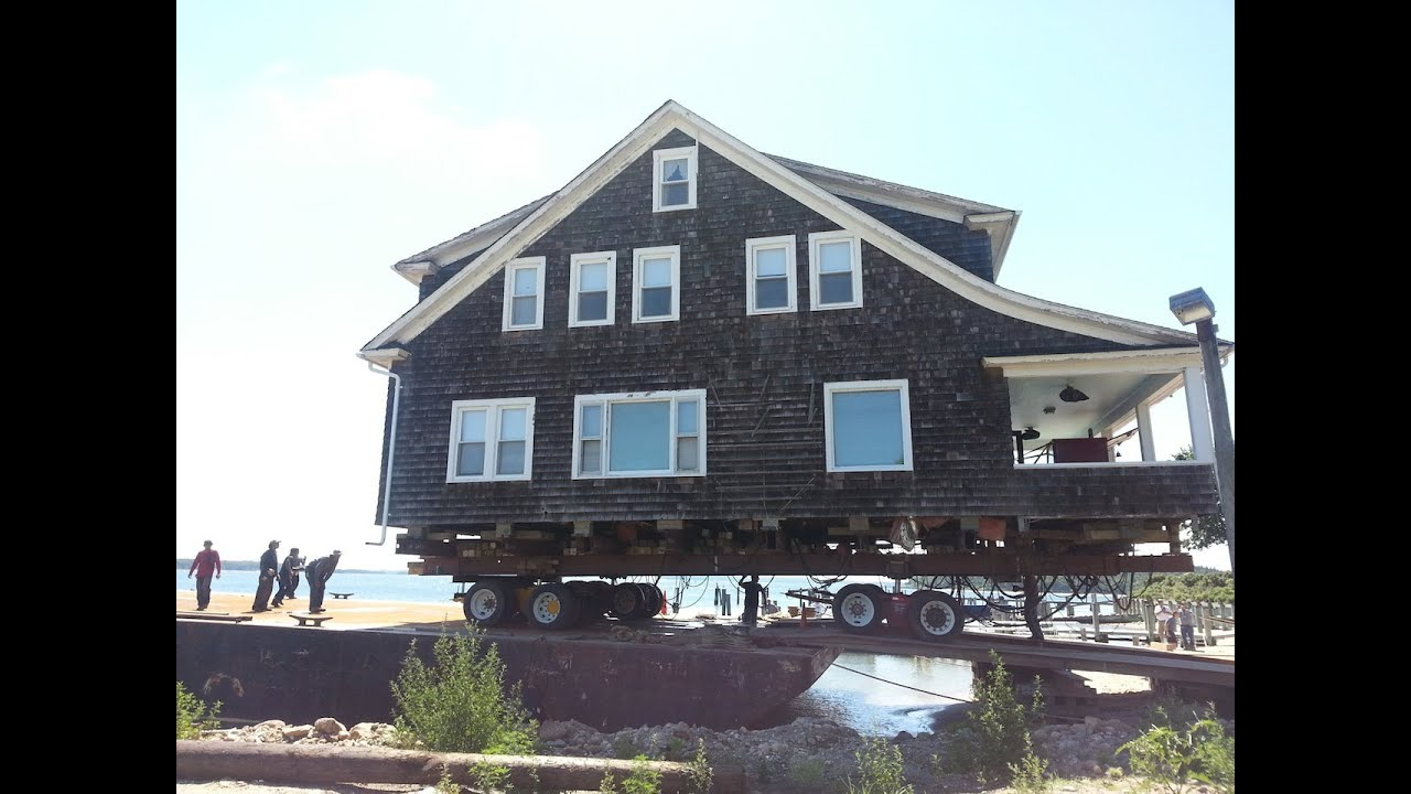 house moving by barge shelter island ny aug 3 2013 youtube. Black Bedroom Furniture Sets. Home Design Ideas