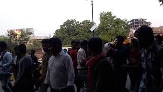 सुपरस्टार रितेश पांडे बाबा क्रांति गायक अभिनेता ने सुप्रसिद्ध गीतकार विभाकर पांडे की अंतिम विदाई में