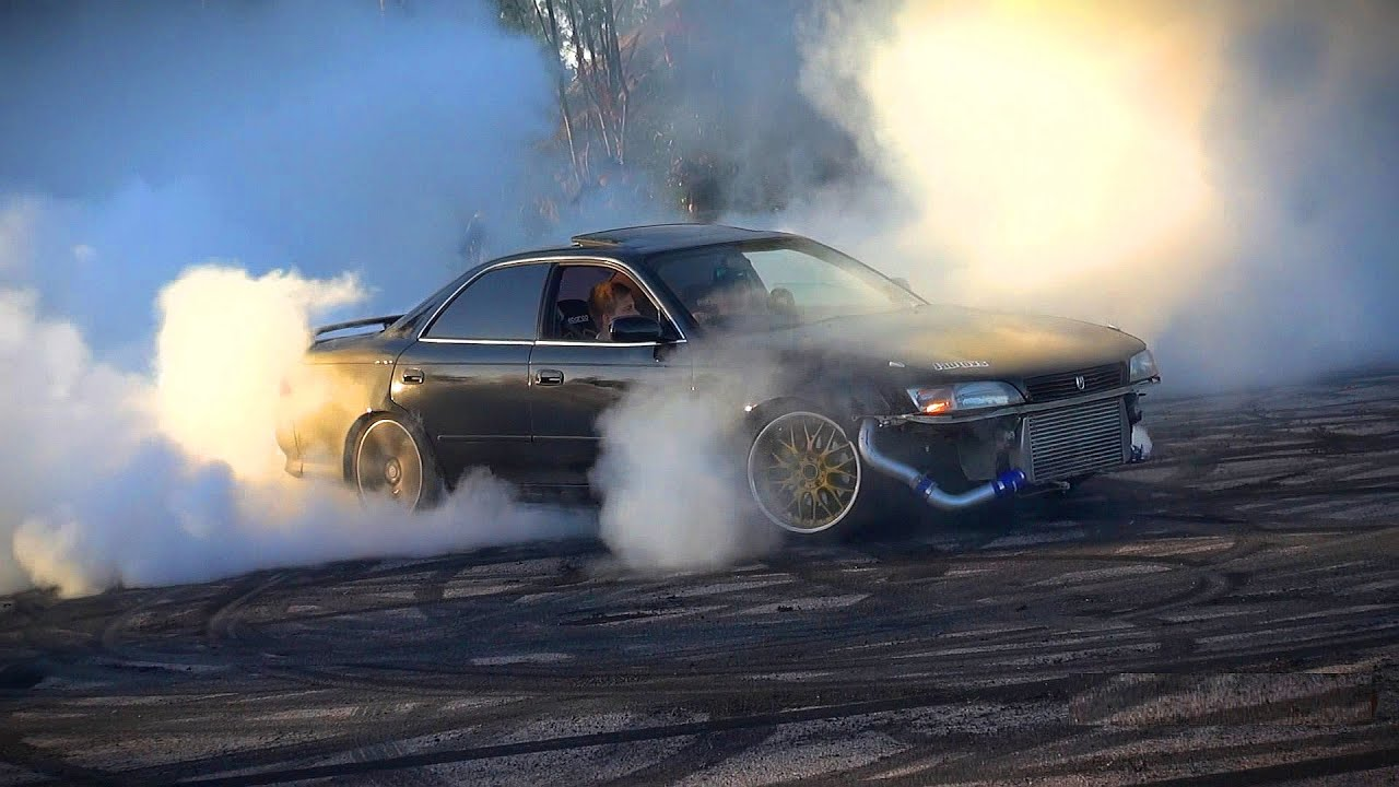 MASSIVE BURNOUTS AND BACKFIRE BY JAPANESE TUNER CARS JDM