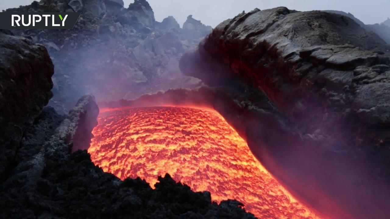 44794644ad7e5 لقطات نادرة من قلب بركان إتنا. RT Arabic