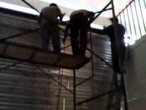 Colocacion de cortina de acero con sistema de cadena 8 8 - Cortinas de cadenas ...
