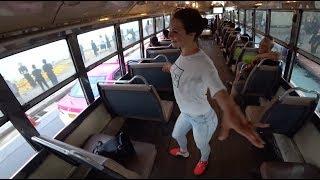 Тайланд. Бангкок. Юля танцует в автобусе. Пробрались непонятно куда.