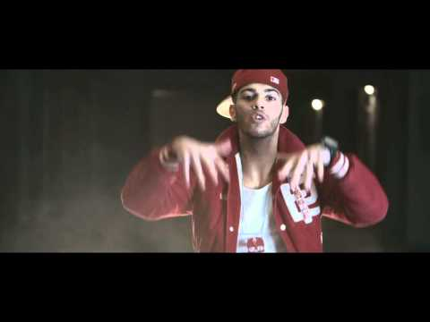 EMIS KILLA - SULLA LUNA (INTRO) - OFFICIAL VIDEO