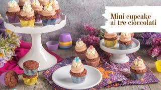 Mini cupcake al triplo cioccolato, dolcetti mignon al cioccolato bianco, al latte e fondente.