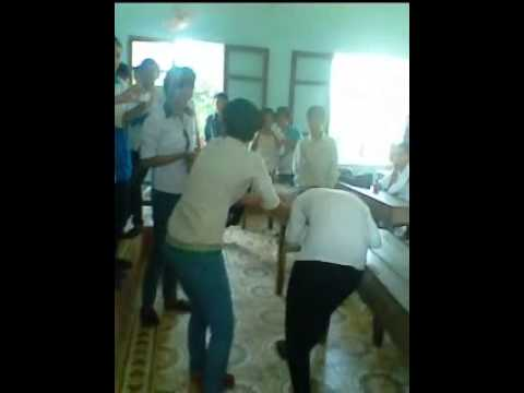 Nữ sinh Trường Lê Văn Linh đánh bạn ngay trong lớp học