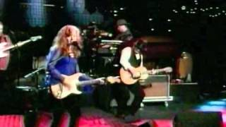 Watch Bonnie Raitt Gnawin On It Live video