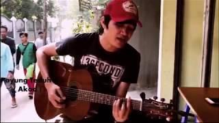 Video Akad Payung Teduh | Versi Pengamen Jalanan | suara Emas [HD] download MP3, 3GP, MP4, WEBM, AVI, FLV Agustus 2018