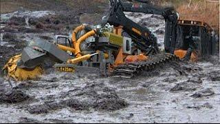 Техника принимает грязевые ванны  Тракторы и грузовики тонут в грязи!
