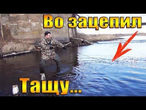 УЛОВ НА ПОИСКОВЫЙ МАГНИТ-В МОСКВА РЕКЕ!!! НАХОДКИ САМИ ЛЕЗЛИ!!!