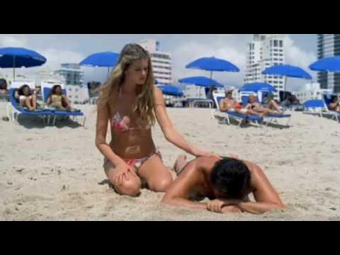 """Natale A Miami Cristian de Sica """" Il mandrillone è morto"""""""