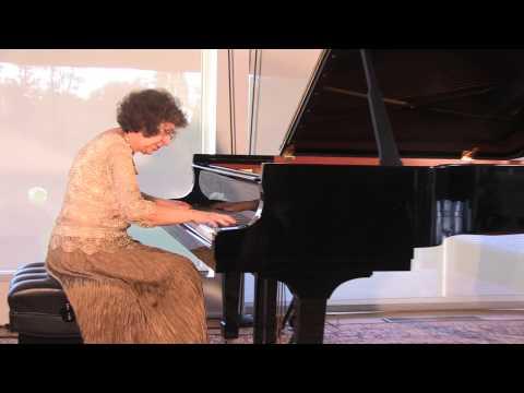 Debussy Estampes - Juana Zayas, piano