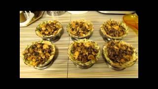 Картофельные корзинки с курицей и грибами