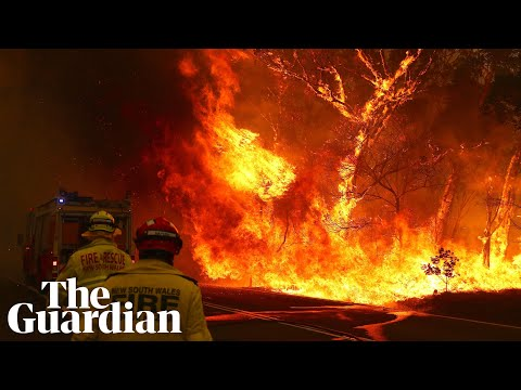 Bushfires turn day to night near Adaminaby in New South Wales from YouTube · Duration:  43 seconds
