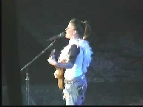 Kelly Clarkson - Just Missed The Train live