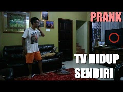 TV HIDUP SENDIRI ? ABANG GUE PANIK SAMPE TELFON NYOKAP !! (REVENGE PRANK MY BRO)