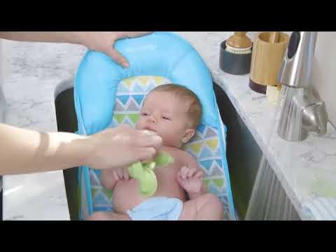 Лежак с подголовником для купания Deluxe Baby Bather, голубой/зигзаг. Видео №1