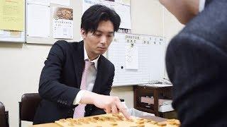 将棋界の竜馬、うれしい昇段 谷川九段唯一の弟子