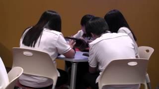 중학생들이 탭으로 기술가정 공부하는 모습 사이버러닝