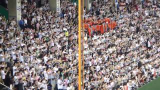 2009年 日本シリーズでの日本ハム応援団。男女交互に発声する応援は初め...