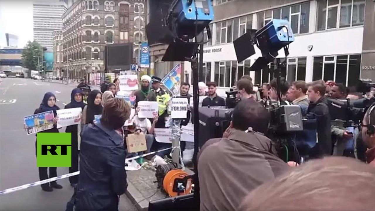 Pillan a la CNN 'fabricando' una noticia falsa en plena calle