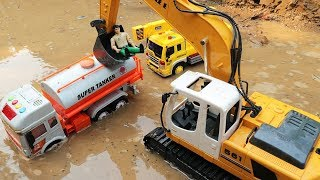 Car Falling in water - Emergency Excavator Rescue Car Toys |
