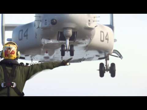 Osprey landt op Zr. Ms. Johan de Witt