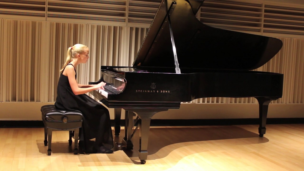 mozart k 333 analysis third movement Wolfgang amadeus mozart's piano sonata no 6 in d major, k 284 / 205b, is a sonata in three movements: allegro d major, 4/4 rondeau en polonaise (rondo and polonaise), andante a major, 3/4.