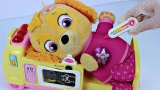 Bebe Skye da Patrulha Canina na Ambulancia de Brinquedo Canal KidsToyShow