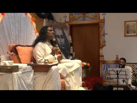 Jai Radhe Jai Radhe Radhe - Sri Swami Vishwananda singing during Darshan 21.3.2013