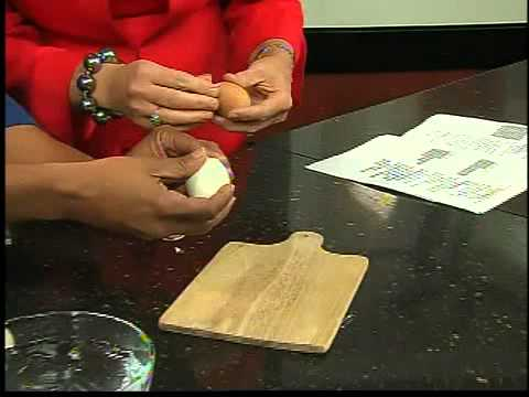 Video The Best Way to Peel a Hard-Boiled Egg
