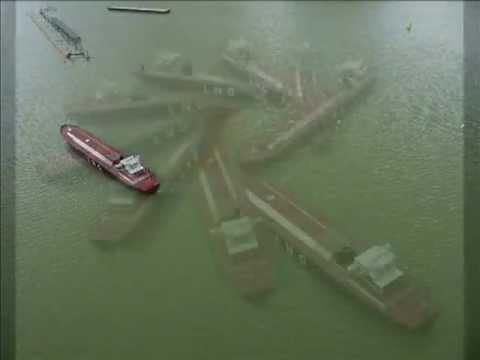 Turning with Schilling rudder - Port Revel Shiphandling