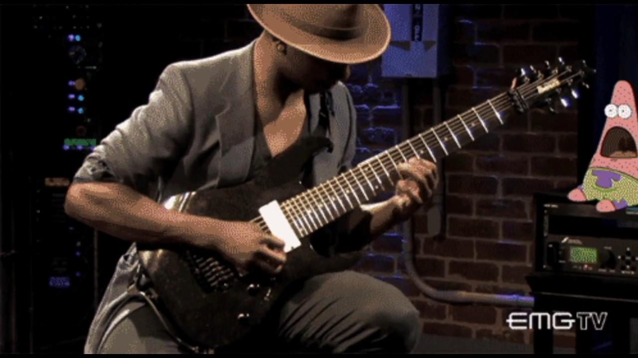 Гифка парень играет на гитаре