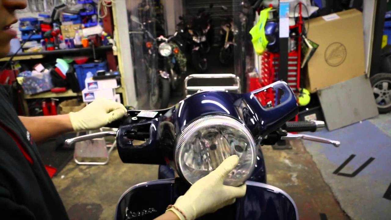 Vespa Gts 125 How To S Change Your Headlight Bulb Youtube