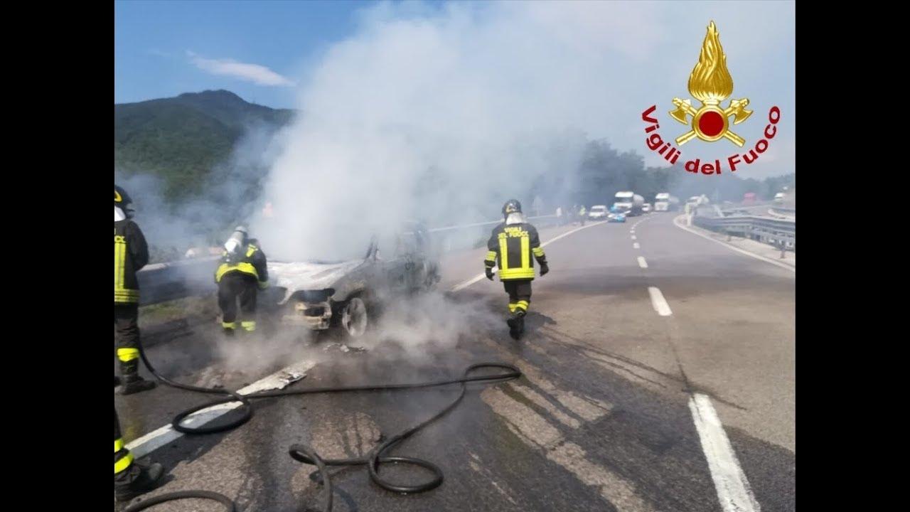 Monteforte Irpino - Auto prende fuoco sull'autostrada A16 Napoli-Canosa.