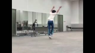 永瀬廉 が バク転 してる 動画 です.