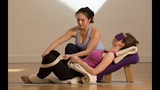 Gambar cover Relax and Restore Immersion: Restorative Yoga Training (Level 1)
